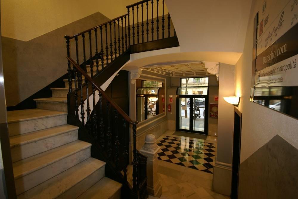 escaleras acceso oficinas